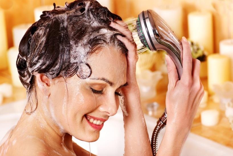 Saç dökülmesi nedenleri ve çözümleri